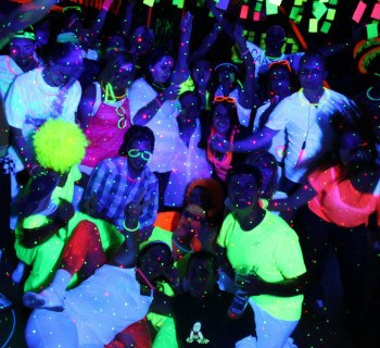 partyThema Fluo Moon avec Team First